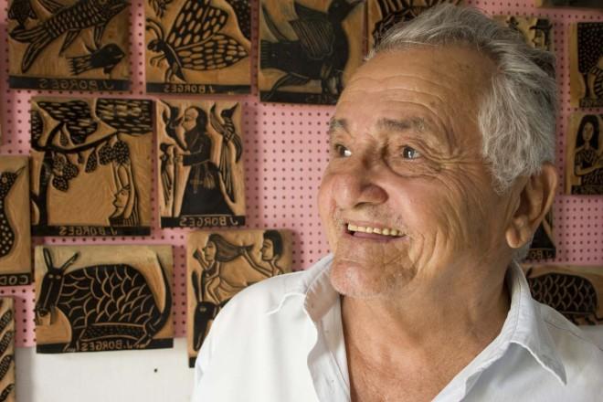 J. Borges em seu ateliê de xilogravura no Memorial J. Borges em Bezerros, Pernambuco. Foto: Francisco Moreira da Costa