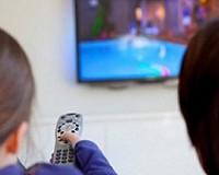 certinha_kids-watching-tv2-peq4