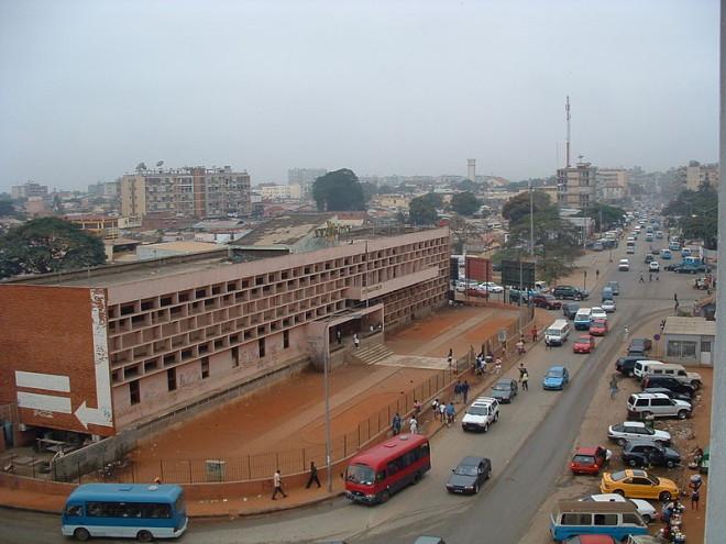 Edifício Anangola, construção modernista em Luanda.